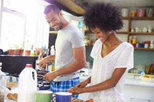 resized_couple_cooking_265626494
